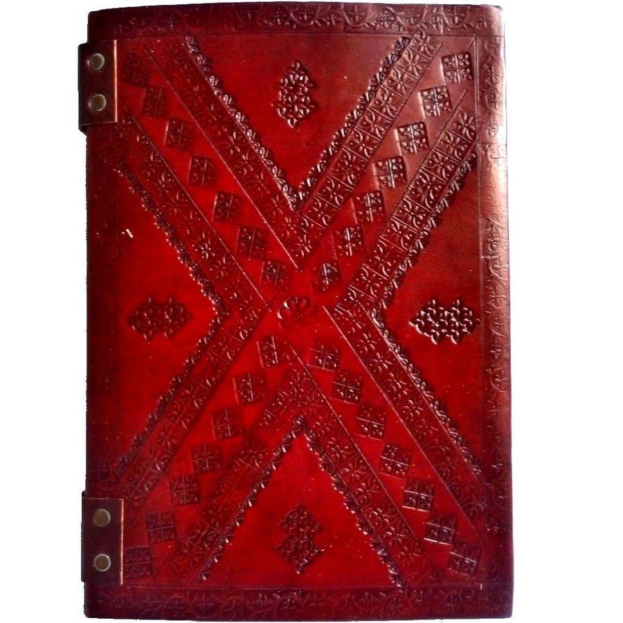 Buch der Schatten mit Ledereinband und Messingbeschlägen-6