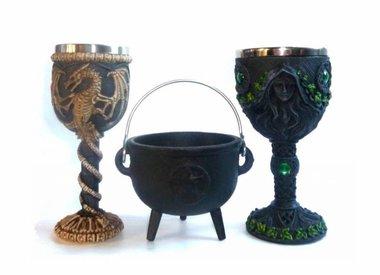 Ritualkelch und Hexenkessel