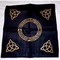 thumb-Altartuch mit Triquetta und keltischen Mustern (in Weiß, Rot, Blau, Gelb, Grün und Violett mit schwarzer Triquetta oder schwarzes Tuch mit goldener Triquetta)-2