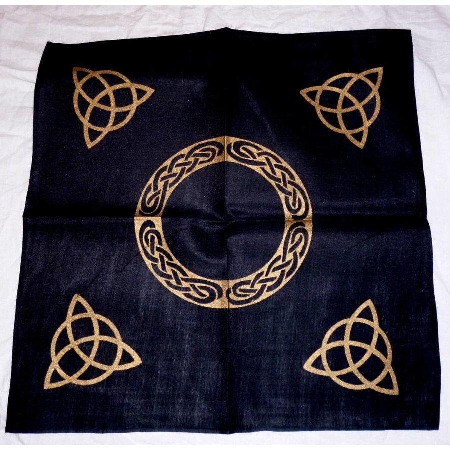 Altartuch mit Triquetta und keltischen Mustern (in Weiß, Rot, Blau, Gelb, Grün und Violett mit schwarzer Triquetta oder schwarzes Tuch mit goldener Triquetta)-2