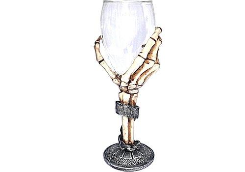 Glaskelch mit Skeletthand