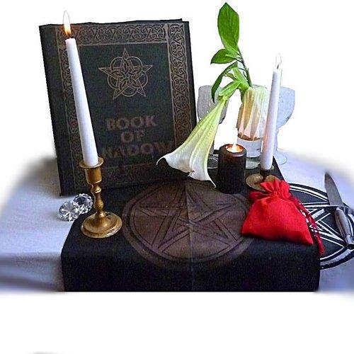Kästchen, Beutel, Taschen  und Ritualkleidung