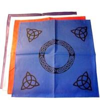 thumb-Altartuch mit Triquetta und keltischen Mustern (in Weiß, Rot, Blau, Gelb, Grün und Violett mit schwarzer Triquetta oder schwarzes Tuch mit goldener Triquetta)-1