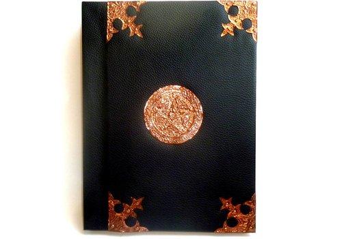 Buch der Schatten mit Kupfer- beschlägen