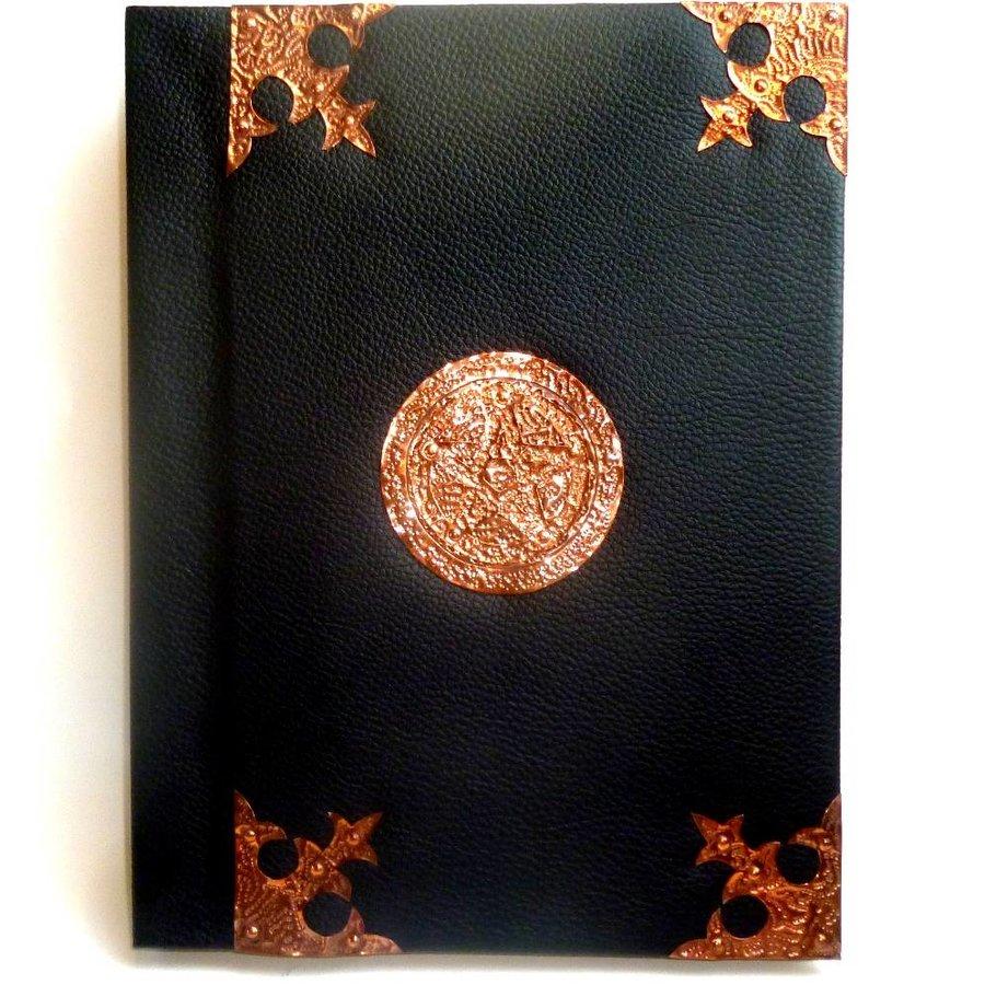 Buch der Schatten mit Kupferbeschlägen und Pentagramm-1