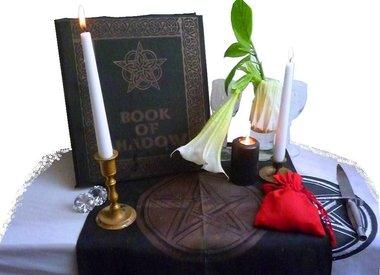 Ritualkleidung, Beutel, Taschen  und Kästchen