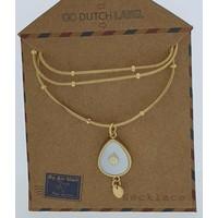 GO-DUTCH LABEL Go Dutch Label Halskette mit duppelförmigem Anhänger aus weißem Perlgold