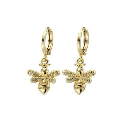 BIBA OORBELLEN Biba Creole 12mm Gold or silver with a bee pendant with rhinestones