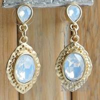 Oorhangers 20x45mm Mat goud Barok white opal