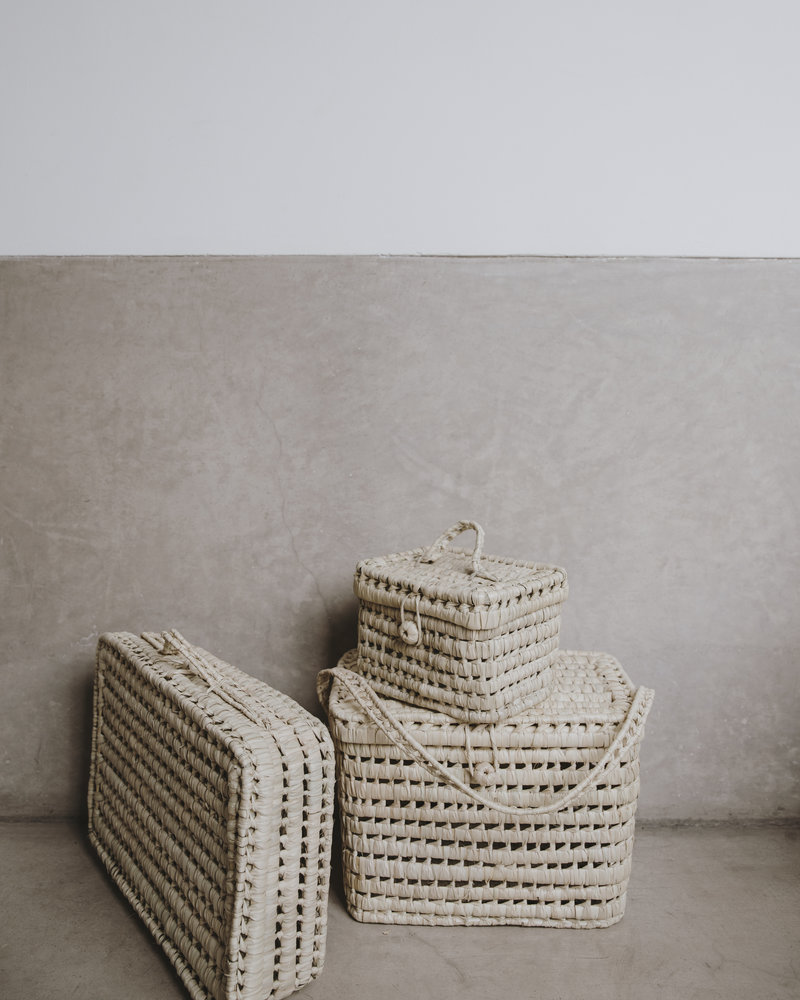 Handwoven palm leaf basket - M