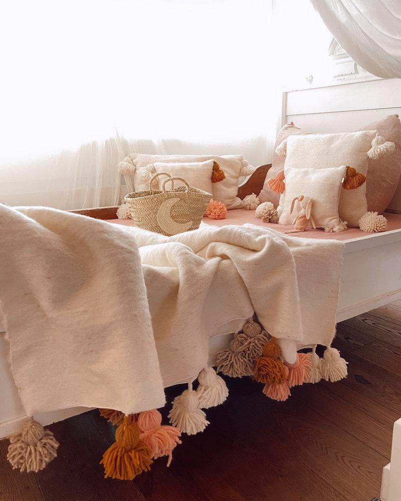 The Souks x Dappermaentje - Handgemaakte Berber gekleurde pompom deken Off white