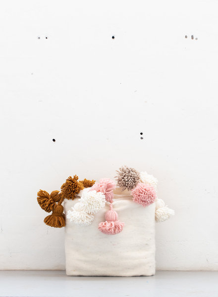 The Souks x Dappermaentje - Berber gekleurde pompom deken Off white