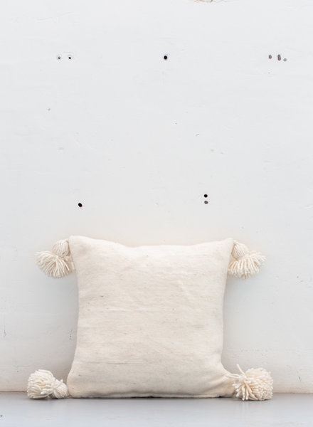 The Souks x Dappermaentje - Handwoven pom pom pillow Off white - M