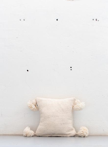 The Souks x Dappermaentje - Handwoven pom pom pillow Off white - S