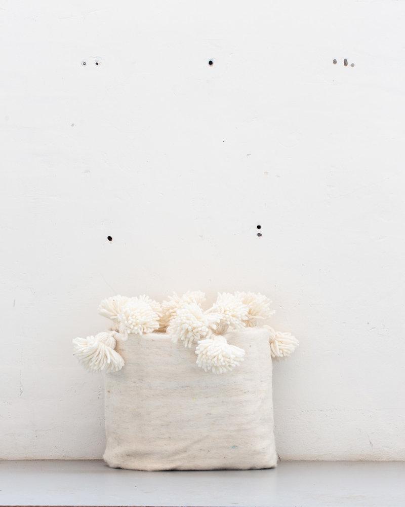 The Souks x Dappermaentje - Handwoven Berber pompom blanket Off white
