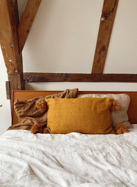 The Souks x Dappermaentje - Handwoven pom pom pillow Bronze - L