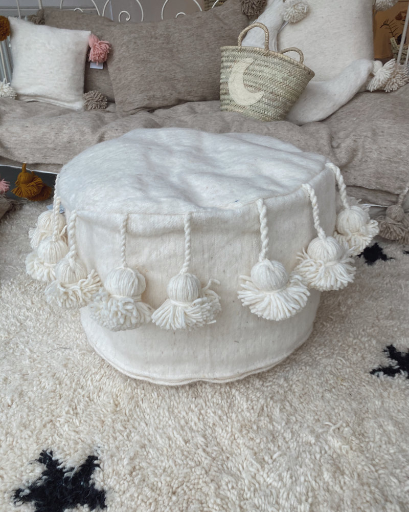The Souks x Dappermaentje - Handmade pouf off white