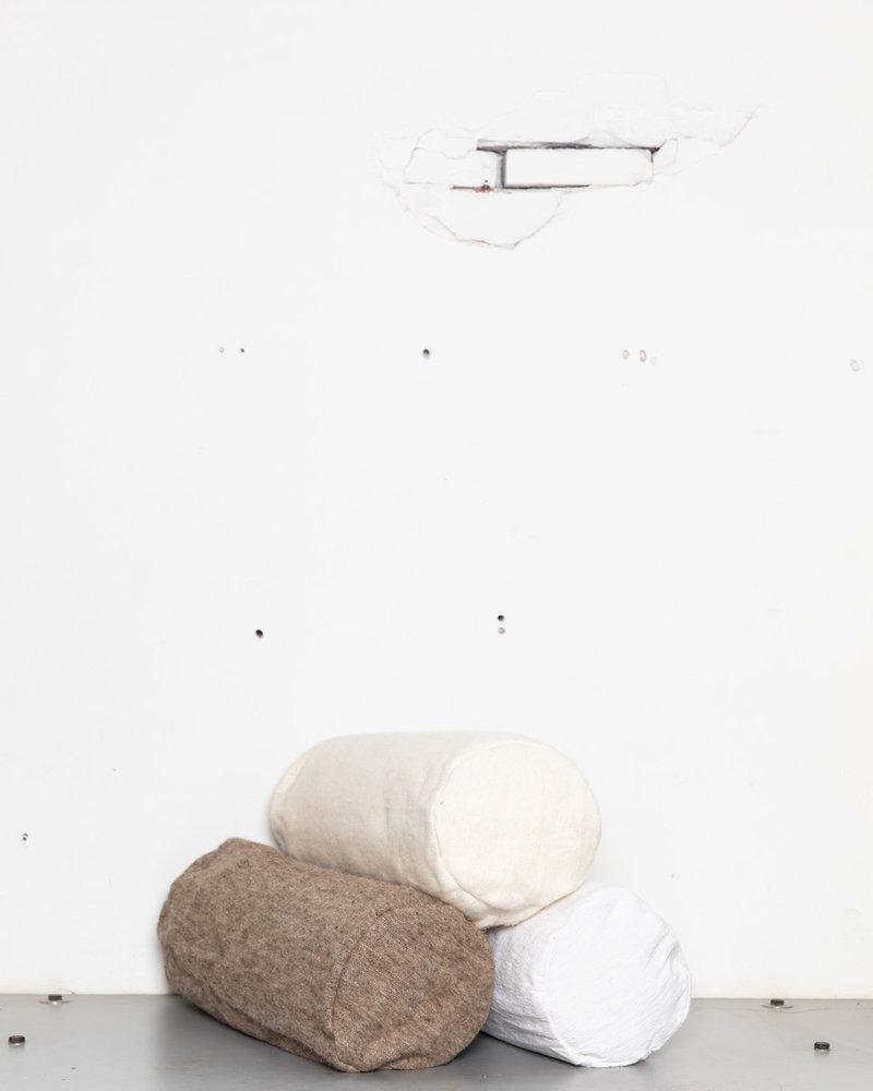 Handgeweven rolkussen grijsbruin