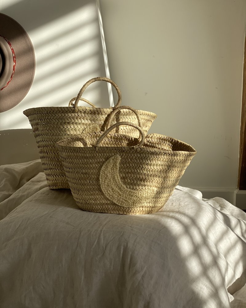 The Souks x Dappermaentje - Handwoven straw basket moon offwhite