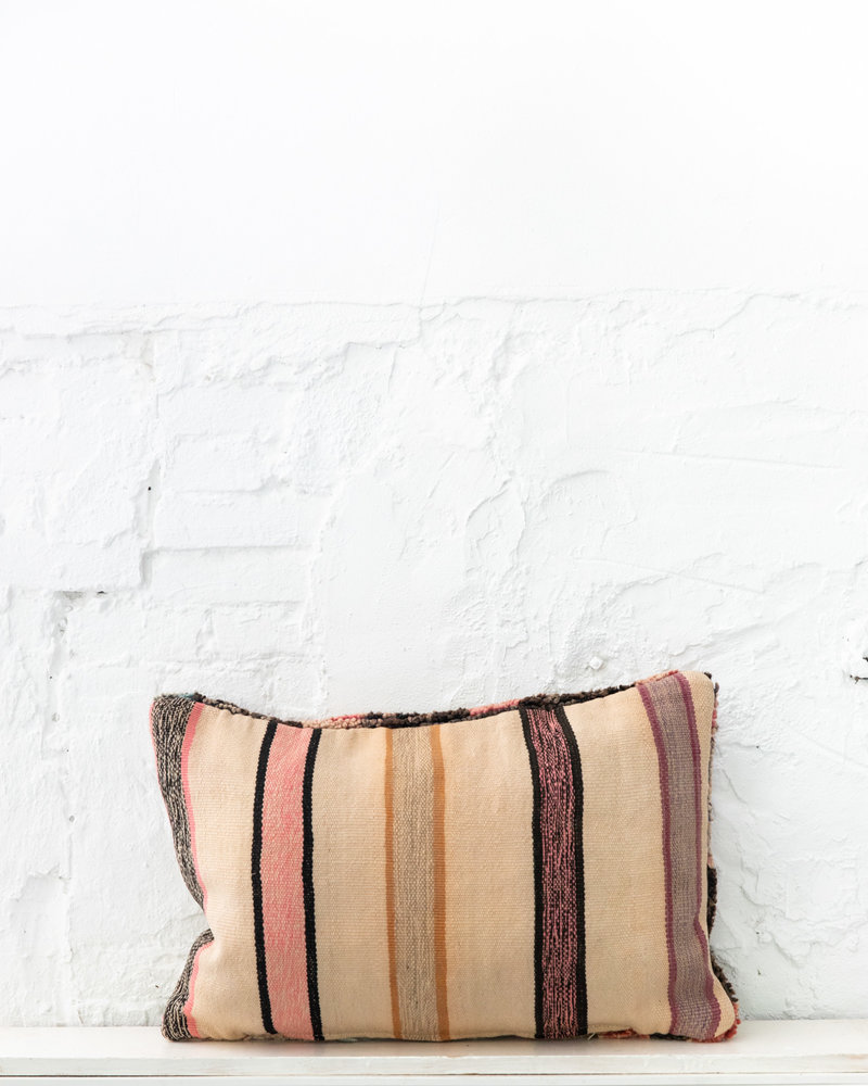 Special Vintage Pillow 648