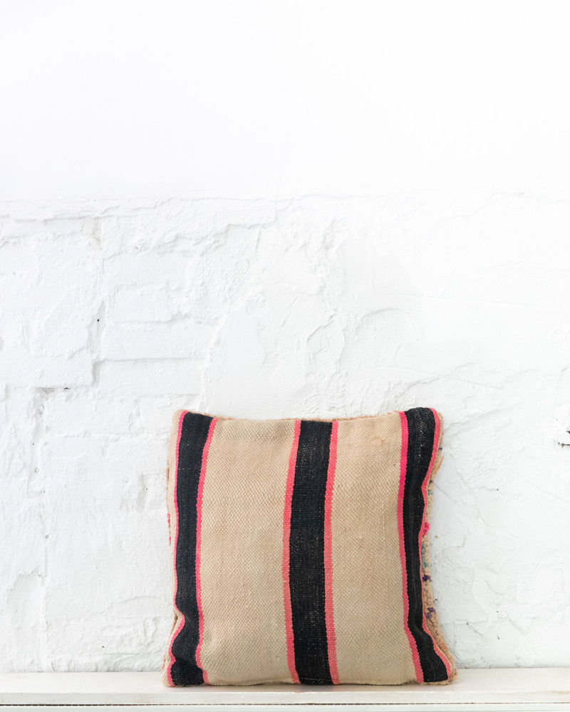 Special Vintage Pillow 665