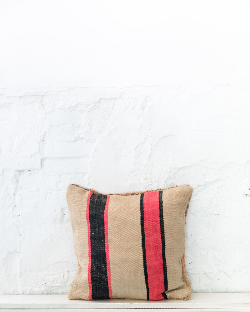 Special Vintage Pillow 667