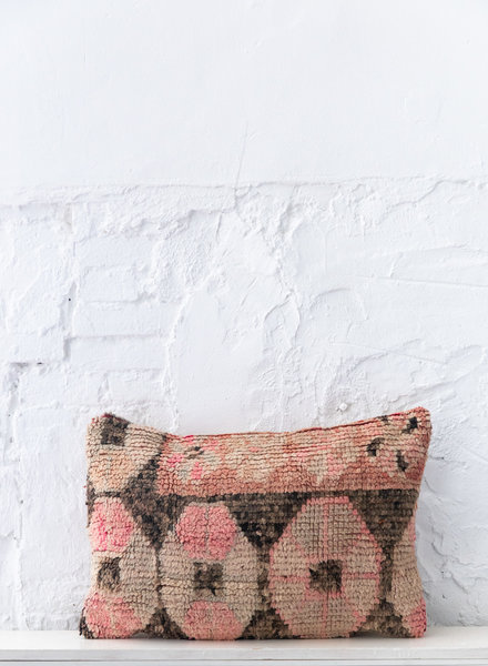 Special Vintage Pillow 679