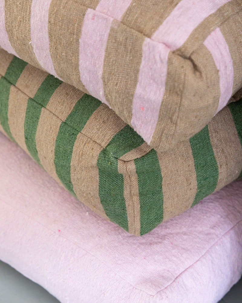 Vloerkussen klein streep camel groen (PRE-ORDER)