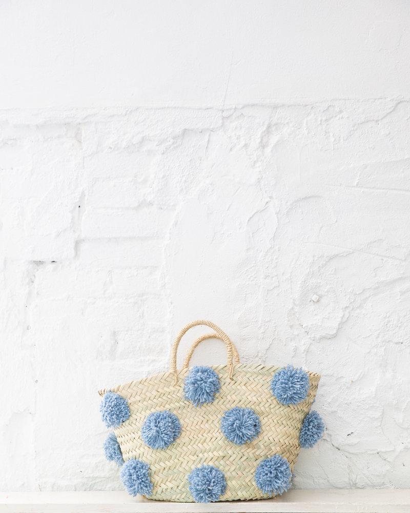 Pompom straw bag light blue M (PRE-ORDER)