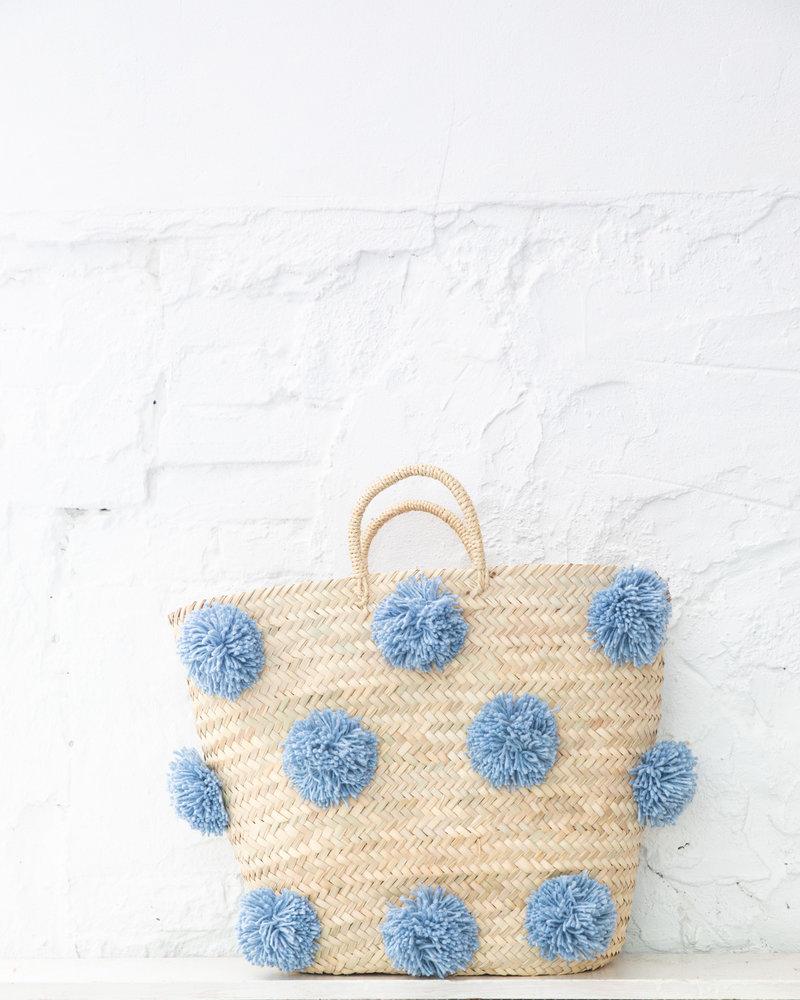 Pompom rieten tas lichtblauw L (PRE-ORDER)