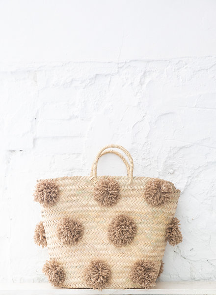 Pompom straw bag camel L (PRE-ORDER)