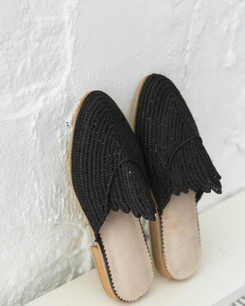 Handgemaakte Zwarte Raffia slip-on sandalen