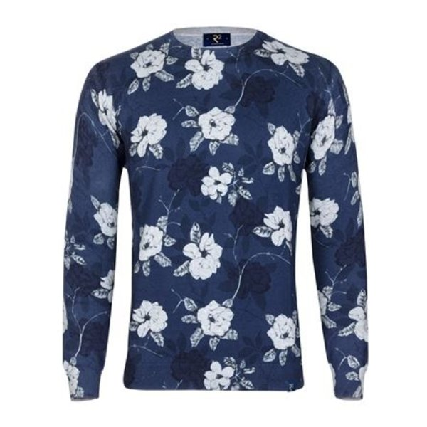 Blauwe pullover met bloemenprint.