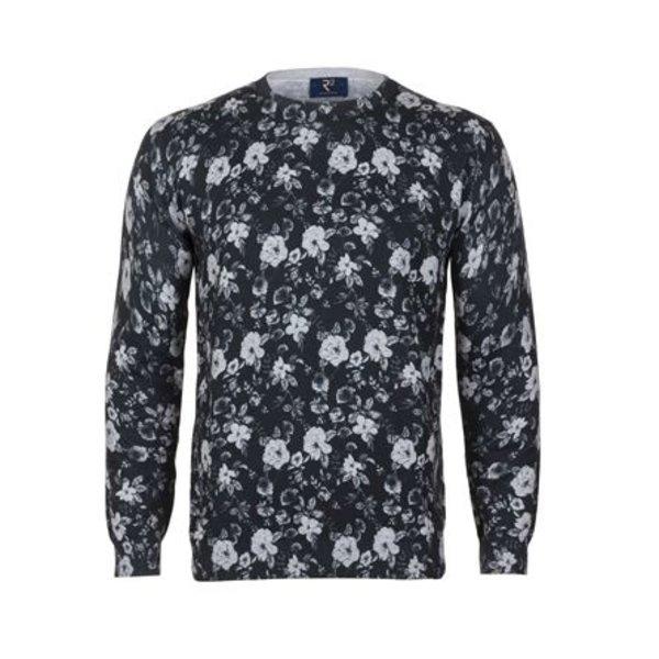 R2 Zwarte pullover met bloemenprint. De pullover is van 100% katoen en heeft een modern fit.