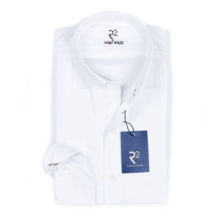 R2 Wit uni overhemd met witte knopen en multicolour knoopsgat op de manchet.