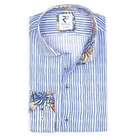 Blauw gestreept linnen overhemd.