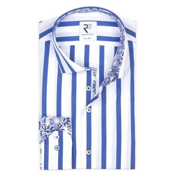Blauw gestreept katoenen overhemd.