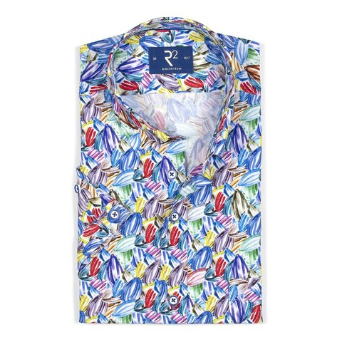 Short sleeves shirt with painted palm leaves.
