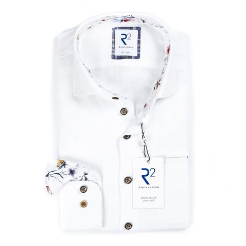 Wit linnen/katoenen overhemd.