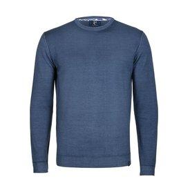 Blauer Pullover aus extrafeiner Wolle.