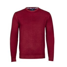 Rotes Pullover aus extra feiner Wolle.
