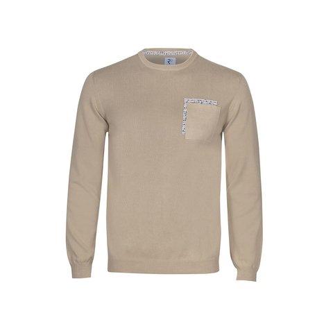 Beige Pullover aus extra feiner Wolle.