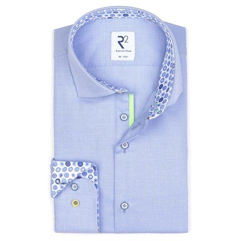 Lichtblauw  overhemd.