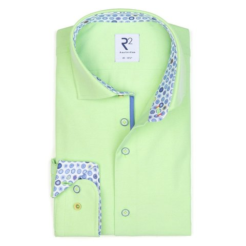 Neongrünes Baumwollhemd.