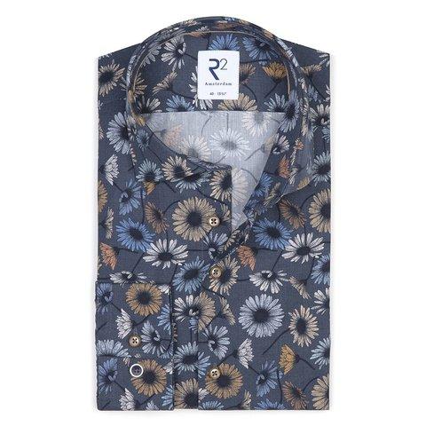 Dunkelblaues Baumwollhemd mit Blumendruck.