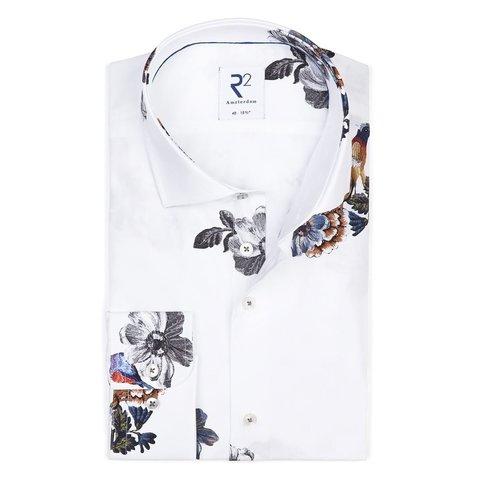 Weißes Blumendruck Baumwollhemd.