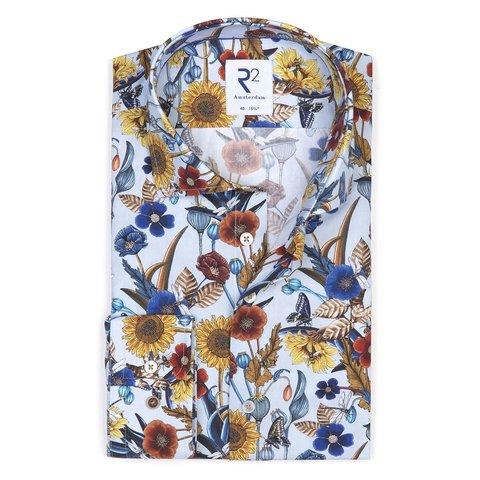 Hellblaues Baumwollhemd mit Blumendruck.