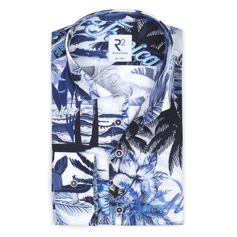 Weißes Baumwollhemd mit blauem Tropenprint.