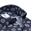 Dunkelblaues Baumwollhemd mit grafischer print.