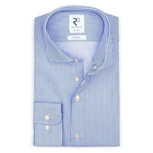 R2 Blaues bügelfreies gestreiftes Baumwollhemd.